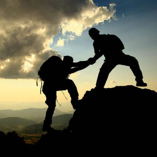 alpinistes qui entraident